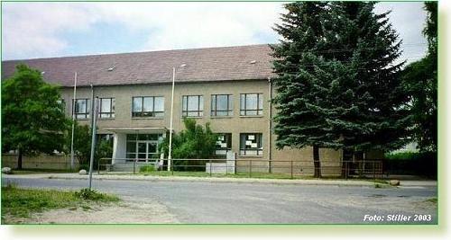 Das ehemalige Schulgebäude an der Zufahrt zum Observatorium wird als Museumshauptgebäude nachgenutzt